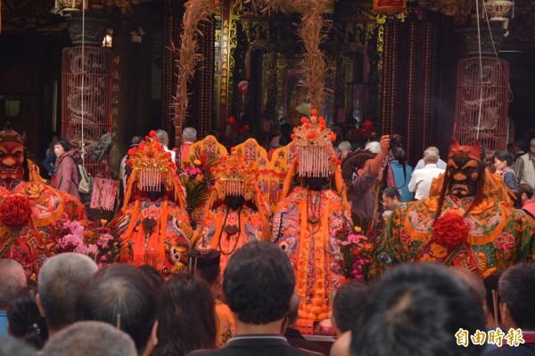 今天在南瑤宮舉行置天台稟告上蒼儀式,祈求庇佑進香平安圓滿。(記者湯世名攝)