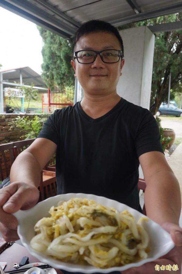 爐廣眾快樂農場的酸白菜是招牌。(記者歐素美攝)