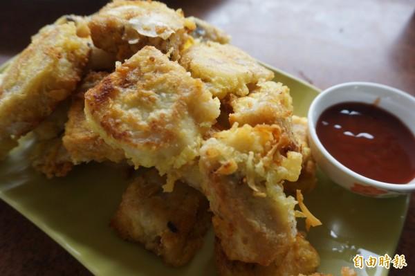鹹粿是林毅董向阿嬤學來的古早味。(記者歐素美攝)