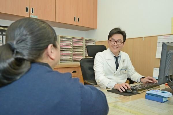 林敬恩研究團隊,確定耳鳴與焦慮症間相互影響的關係。 (台北慈濟醫院提供)