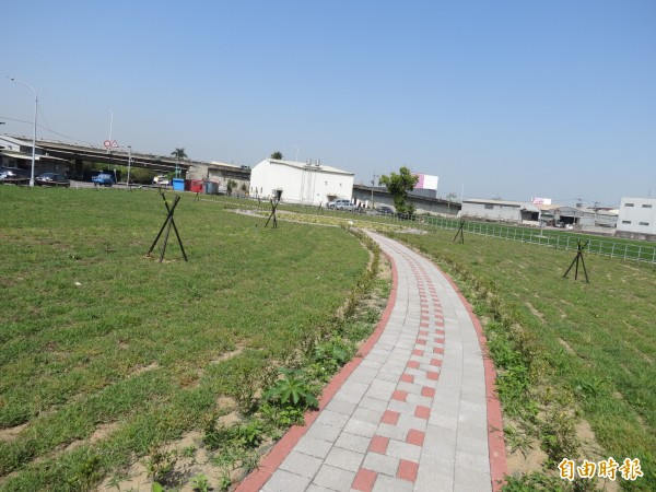 台中烏日第一公墓已完成遷建,改建成為一片綠地,廣達3000平方公尺。(記者蘇金鳳攝)