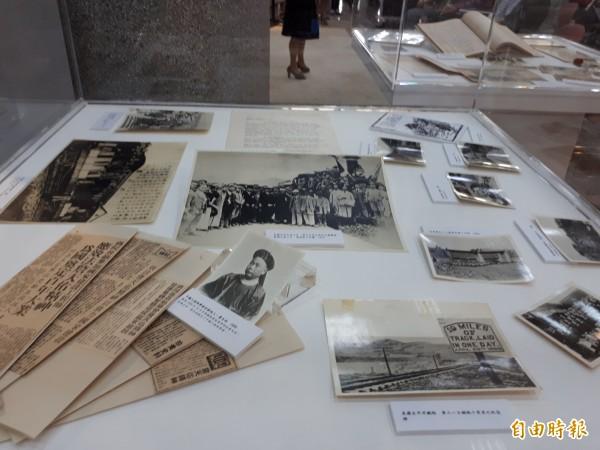 交通大學創校文物特展,展出包括南洋公學時期至今歷史文物。(記者洪美秀攝)