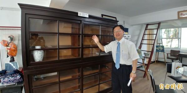國立蘭陽女子中學內的小白宮改造成校史館,展出隱藏版文物。(記者簡惠茹攝)