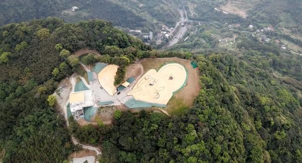 違法開發的山頭未申請水土保持計畫,未來遇颱風豪雨,恐生土石災變。(讀者提供)