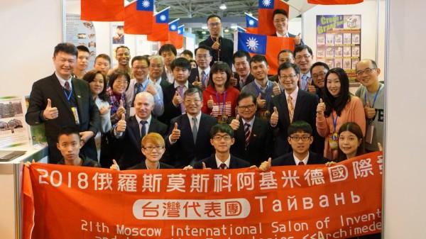 台灣參展團在第21屆「俄羅斯阿基米德國際發明展」中,獲得19金19銀4銅以及8面大會特別獎,總成績在27個國家中,排名第2。(圖由中華創新發明學會提供)
