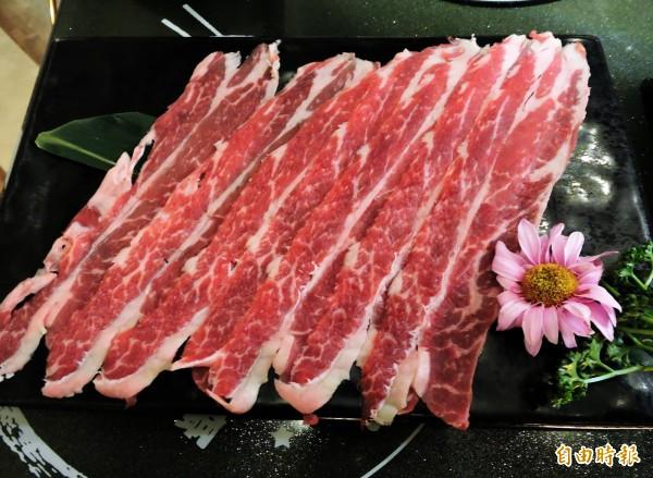 哈波火鍋使用濕式熟成冷藏肉。(記者張菁雅攝)