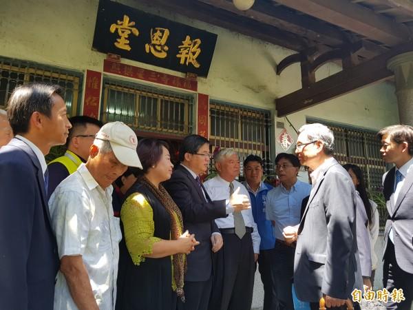 前台灣省糧食局長李連春位於後壁的故居今日掛牌歷史名人故居,為南市第18處。(記者王涵平攝)