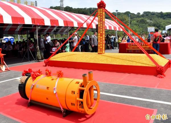 「楊梅污水下水道系統第一期分支管線工程及用戶接管工程第2-2標」採用直徑40公分的推進機頭縮短推進工期,以降低施工期的衝擊。(記者李容萍攝)