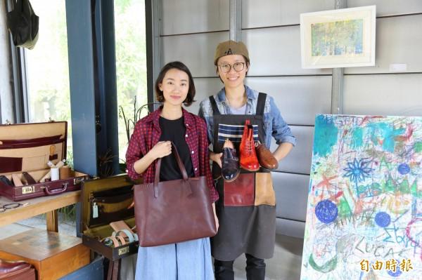 手工鞋與精緻皮件,是鍾安宜(右)與李柔(左)的拿手創作。(記者邱芷柔攝)