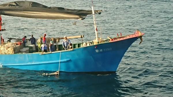 中國漁船大舉越界澎湖海域,對於高額罰金根本罰不怕。(澎湖海巡隊提供)