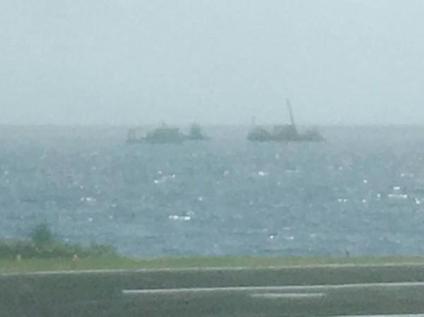 墜海黑鷹直升機今日下午被打撈出海,機艙發現2具遺體。(民眾提供)