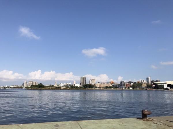 安平跨港大橋新的替代方案,將改從城平路跨過安平漁港接對面的永華路。(李文正提供)