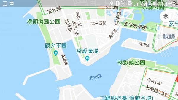 安平跨港大橋將連接北端的城平路與東南端的永華路。(記者蔡文居翻攝)