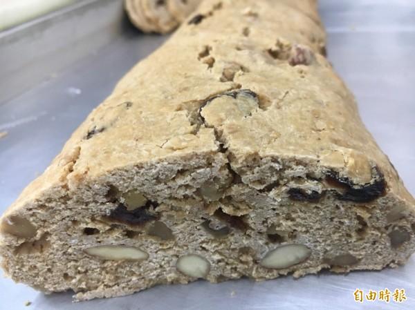 義式脆餅,看得出好料在裡面。(記者顏宏駿攝)
