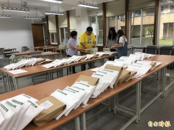 國中會考將於5月19、20日舉行,中投考區准考證今天寄發。(記者佟振國攝)