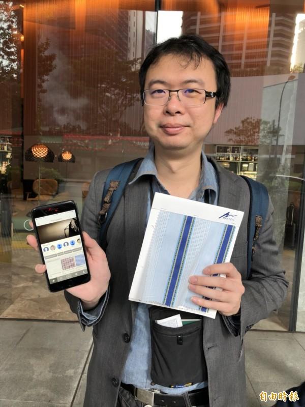 原本倉庫整捲的紡織面料,數位AI化之後,可以濃縮成手機上的App與一小塊樣品,方便設計師搜尋。(記者陳炳宏攝)