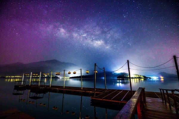 日月潭隨著賞螢活動發展成熟,也將導入觀星活動,讓遊客感受不同於高山的觀星體驗。(張真攝,日管處提供)