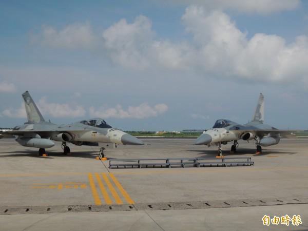 今年花火節開幕式,空軍天駒部隊經國號戰機將衝場表演。(記者劉禹慶攝)