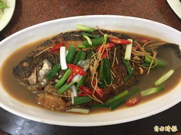 紅燒魚簡單料理,有媽媽的味道。(記者蔡宗勳攝)