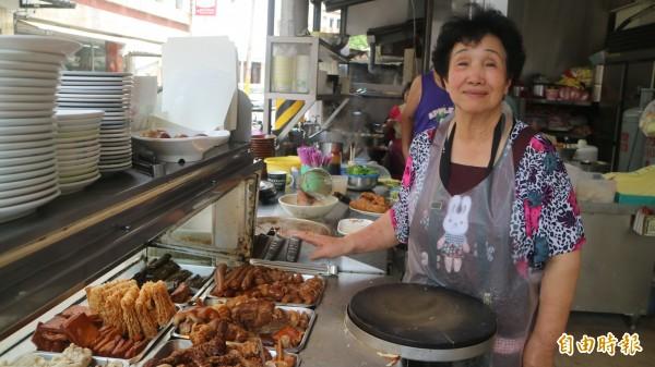 位在花蓮市大同街的阿嬤ㄟ古早味滷味是已經開了40多年的老店。(記者王錦義攝)