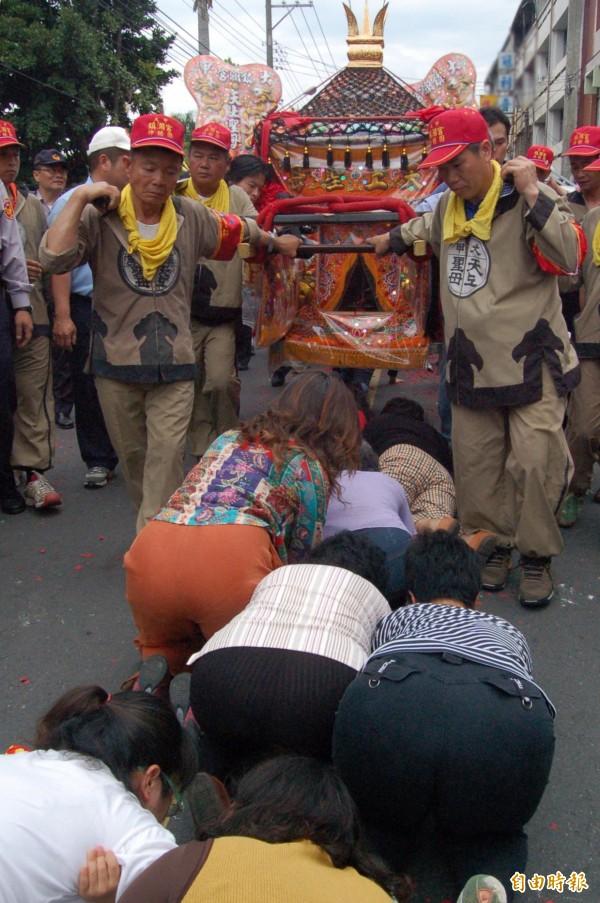 媽祖鑾轎抵北斗鎮。(記者顏宏駿攝)
