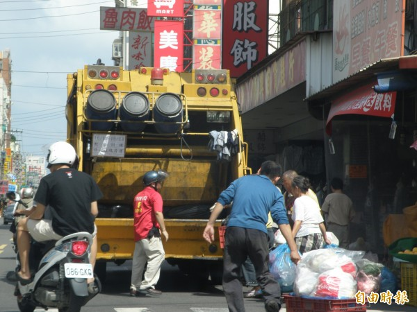 新竹市焚化廠每天都協助新竹縣處理代燒150公噸、近7成的垃圾量,但竹縣卻未運回底渣和飛非固化物,已造成新竹市民和民代強烈不滿。(記者洪美秀攝)