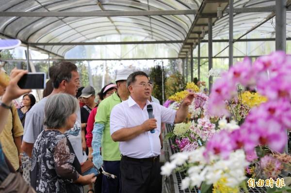 屏東九如鄉北玄宮主「台灣蘭花節」邁入第20屆,廟方也將延續傳統以擲筊方式選出今年的「花王」。(記者邱芷柔攝)