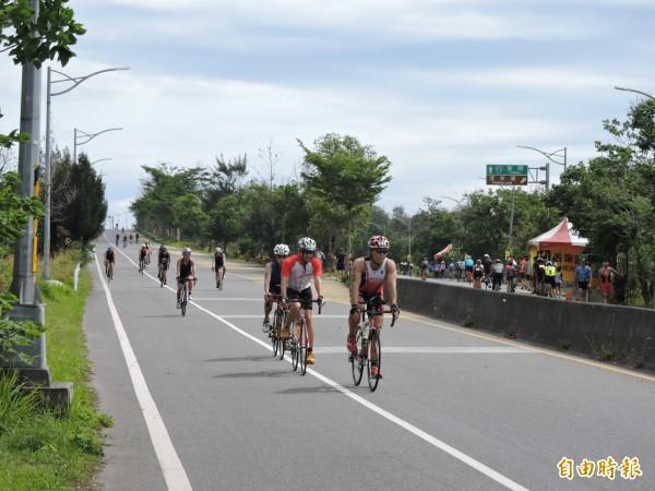 普悠瑪鐵人賽51.5公里賽事吸引超過800位選手參加。(記者張存薇攝)