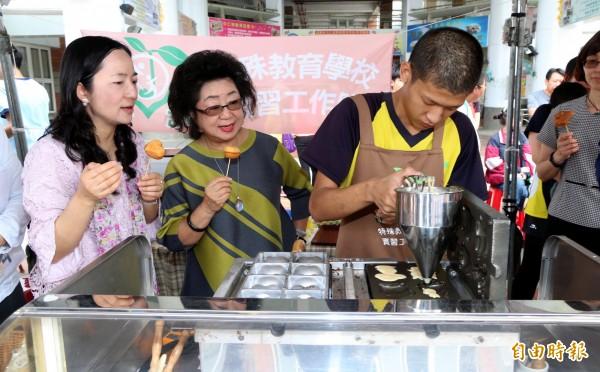 范巽綠(左2)否認有新職。(資料照,記者黃旭磊攝)