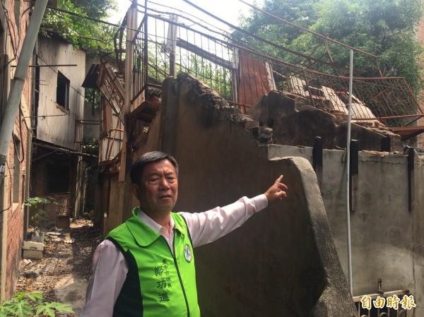 台鐵老舊宿舍形同廢墟,一年都要發生幾次火災。(記者楊政郡攝)