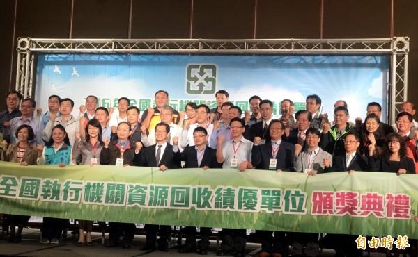 全國資源回收績優單位頒獎典禮移師台南市舉行,南市已連8年獲獎。(記者蔡文居攝)