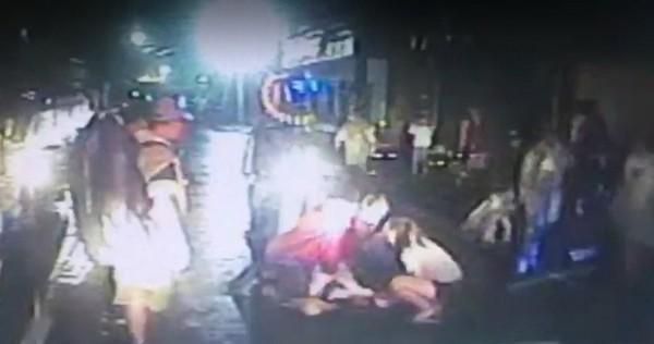 大甲媽祖進香團信徒隨香OHCA,消防隊接手CPR救回一命。(記者廖淑玲翻攝)(記者廖淑玲攝)