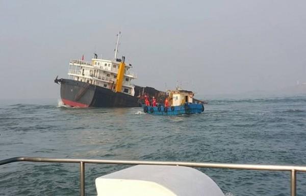 擱淺金門北碇海域的「遠泰789」中國貨船。(資料照,交通部航港局提供)
