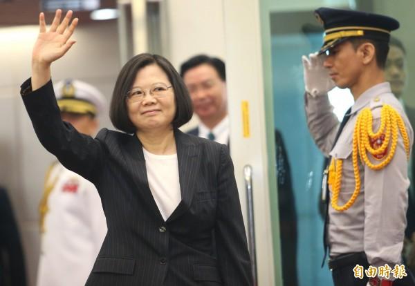 蔡英文總統搭乘專機出訪非洲友邦史瓦濟蘭,機場重申有決心捍衛台灣,同胞可以放心。(記者姚介修攝)