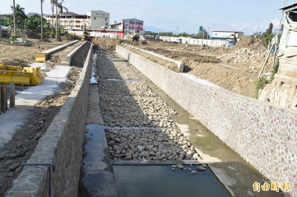旗山區5號排水治理工程第一期預計今年9月底前完工。(記者蘇福男攝)