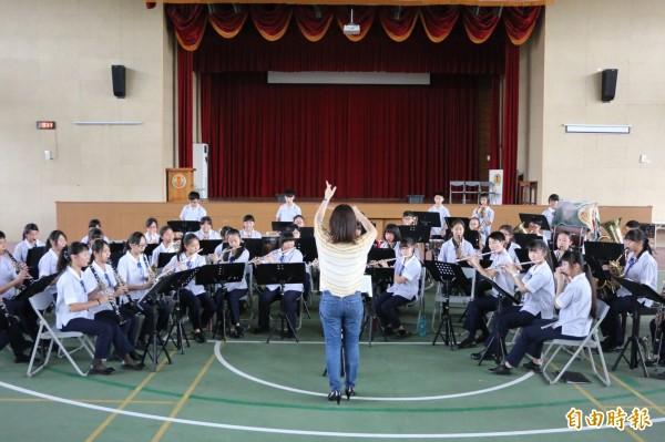 苗栗縣立頭份國中管樂隊有1/3的學生使用借來的樂器,連5年都在苗栗縣內賽脫穎而出,代表參加全國賽。(記者鄭名翔攝)