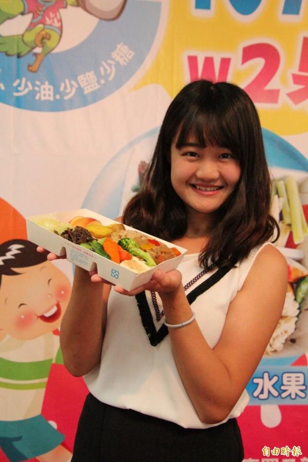 想要吃得健康又如美女窈窕,新竹縣政府衛生局鼓勵大家多多以健康盒餐的概念,面對吃飯大事。(記者黃美珠攝)