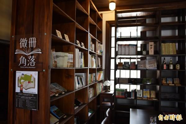 雲林微冊角落閱讀運動,在商店、咖啡廳等店家內設置微冊角落區,讓民眾輕易接觸到書香。(記者黃淑莉攝)