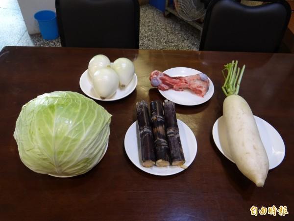 岳棒餐廳甜蜜湯頭用台灣在地多種蔬菜、豬大骨熬煮作為滿足饕客胃口的秘密武器。(記者王俊忠攝)