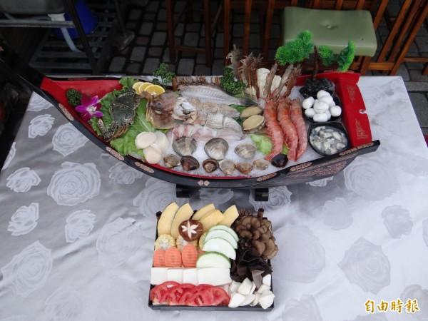 岳棒餐廳的海鮮大船入港,海鮮種類與數量「超澎湃」!(記者王俊忠攝)