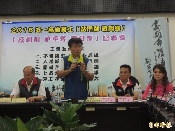 高雄市獨立總工會理事長理事長張緒中說明五一五大訴求理念。(記者王榮祥攝)