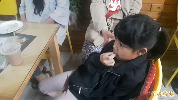 小田雞早餐餐點美味可口,連小朋友都說好好吃。(記者陳賢義攝)