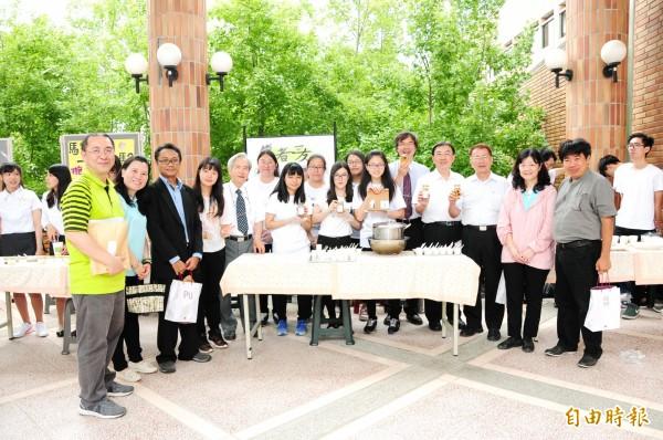 靜宜大學食營系成果展 ,研發高齡養生健康飲食。(記者張軒哲攝)