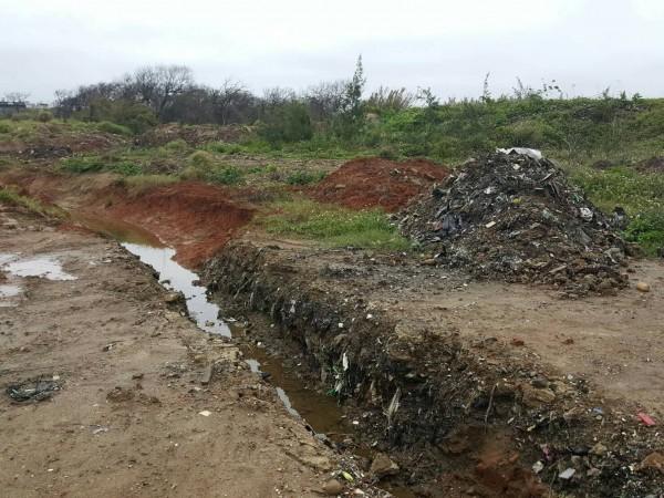 草漯重劃區去年12月被挖出大量廢棄物。(戴兆華提供)