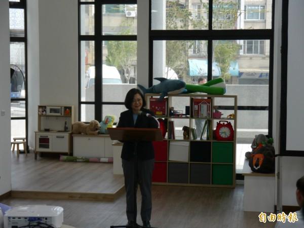 總統蔡英文參訪豐原安康段社會住宅。(記者張軒哲攝)