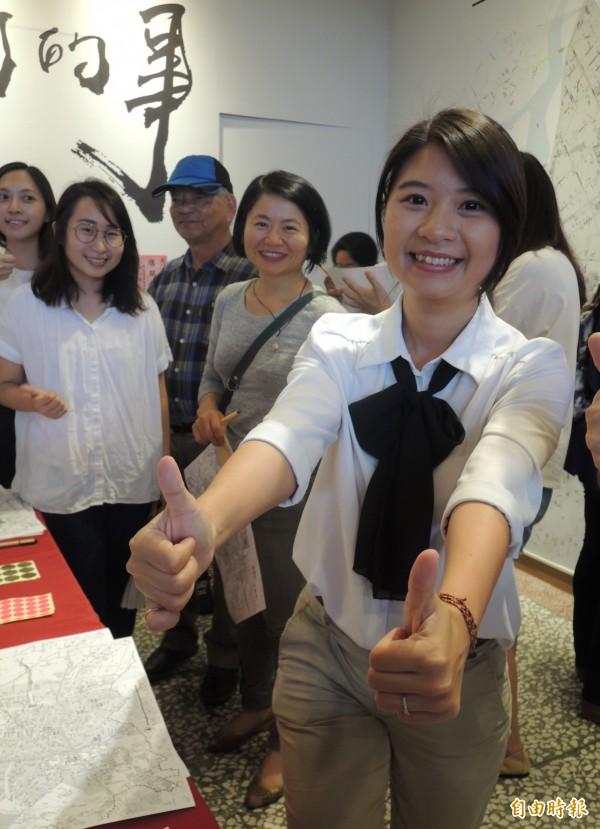 宜蘭縣議員薛呈懿(右)今天成立羅東鎮長競選辦公室。(記者江志雄攝)