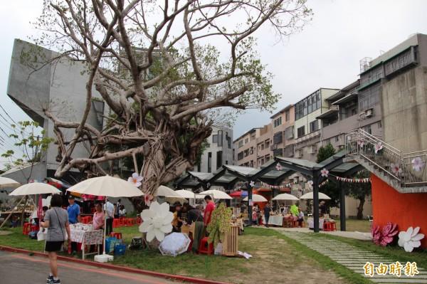 竹東文創藝術村,店家和攤商各自精彩、吸睛。(記者黃美珠攝)