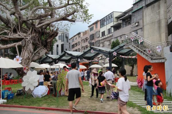 竹東文創藝術村每一個小角落,都很適合年輕人自拍、打卡。(記者黃美珠攝)