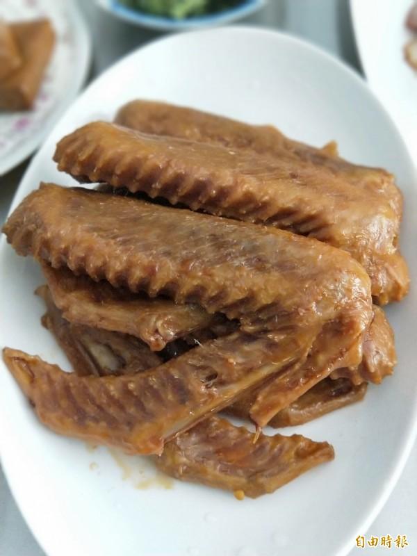 每一支鴨翅都是精選的,份量足夠,肉質好吃。(記者何玉華攝)
