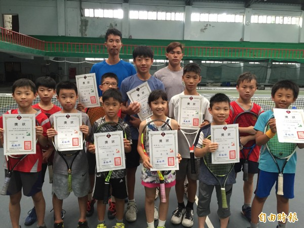基隆東信國小網球隊最近表現亮眼。(記者盧賢秀攝)
